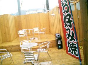 橋本駅のフードコート ホーム側から